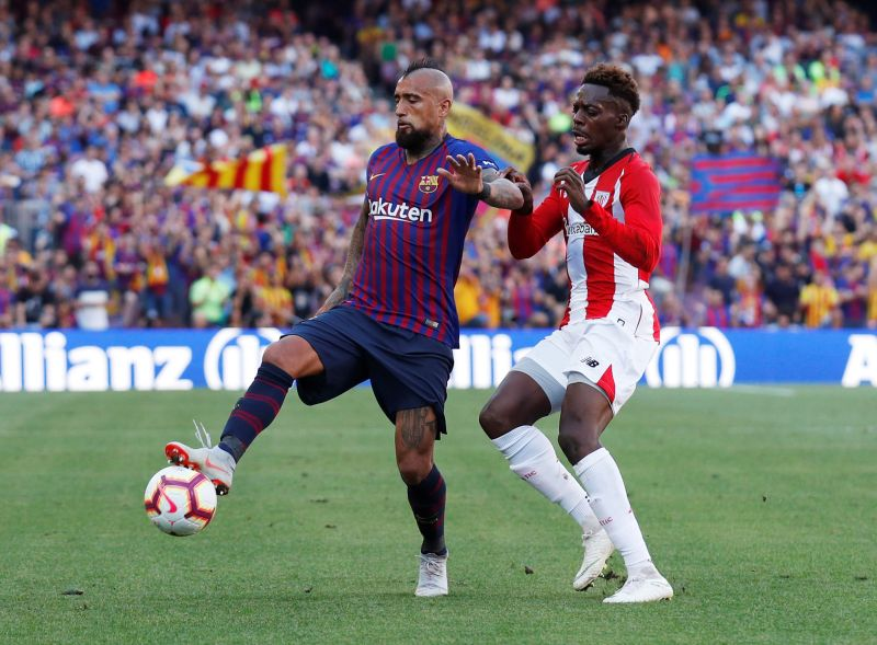 Arturo Vidal vs Inaki Williams (Foto: Reuters)