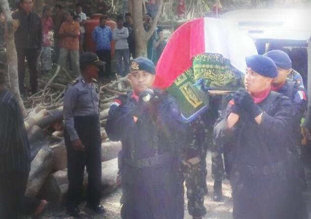 Pemakaman Briptu Adri Pransiska, Anggota Sat Brimob Polda Sulteng (foto: Ist)