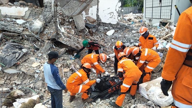 evakuasi korban gempa