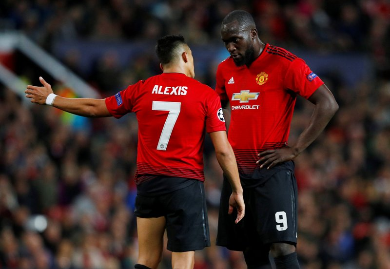 Alexis Sanchez dan Romelu Lukaku (Foto: Reuters)