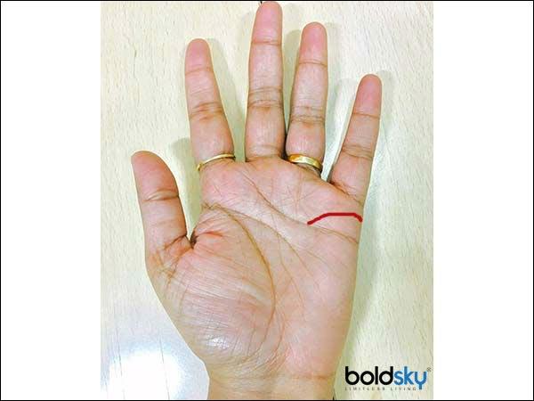 jika garis tangan cenderung melebar, maka ada kemungkinan mengalami kesengsaraan pasca-menikah.