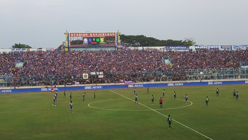 Arema FC vs Persebaya (Foto: Avirista Midaada/Okezone)