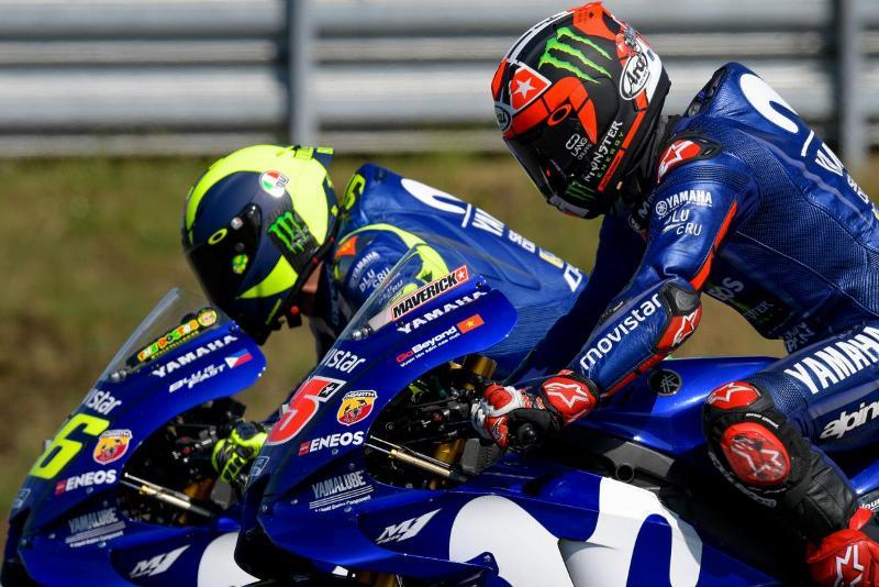 Valentino Rossi dan Maverick Vinales (Foto: laman resmi MotoGP)