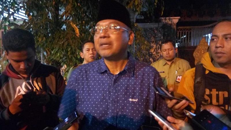 Bupati Malang Rendra Kresna usai rumah dinasnya digeledah KPK. (Foto : Avirista Midaada/Okezone)