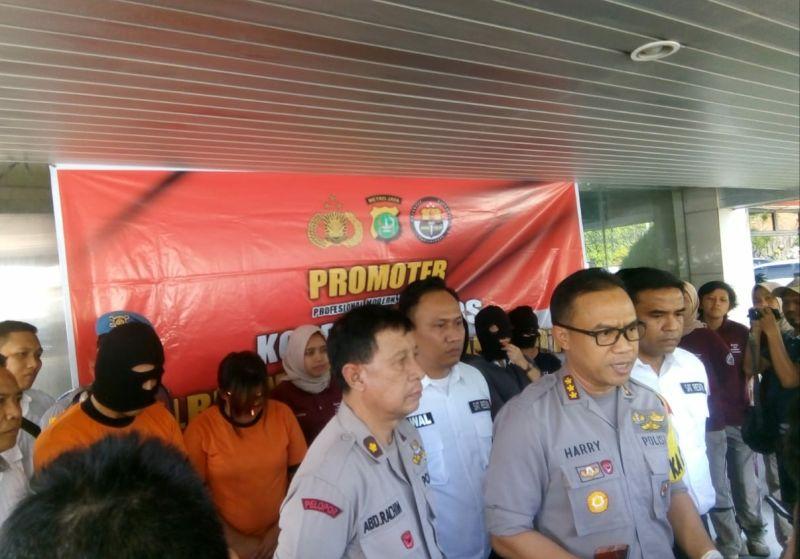 Pengungkapan Kasus Prostitusi Online yang Melibatkan WN Korsel (foto: Anggun/Okezone)