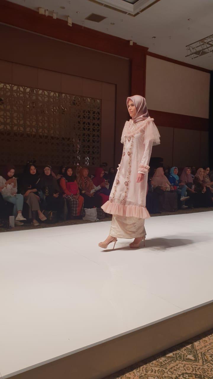 Busana Muslimah untuk Pesta Rancangan Desainer Muslim Yanti Adeni