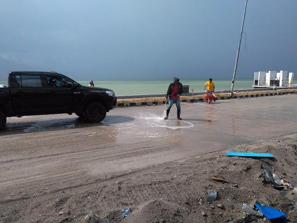 Warga di Pantai Talise, Palu, Sulteng. (Foto : Herman Amiruddin/Okezone)
