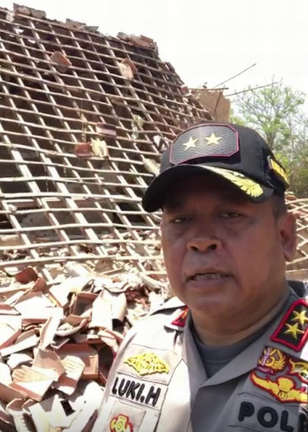 Kapolda Jawa Timur Irjen Luki Hermawan di Lokasi Terdampak Gempa Situbondo, di Sumenep, Madura, Jawa Timur (Ist)