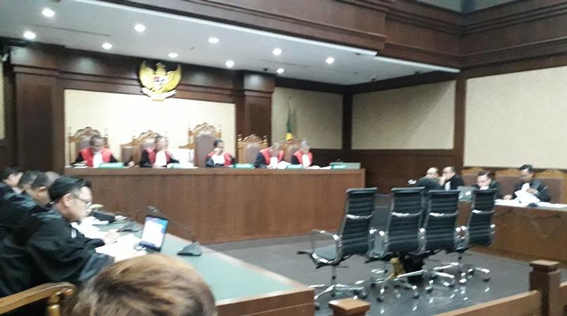 Eni Saragih bersaksi dalam sidang  dugaan suap proyek PLTU Riau-1 untuk terdakwa Johanes Budisutrisno Kotjo di Pengadilan Tipikor, Jakarta, Kamis (11/10/2018). (Arie Dwi Satrio/Okezone)