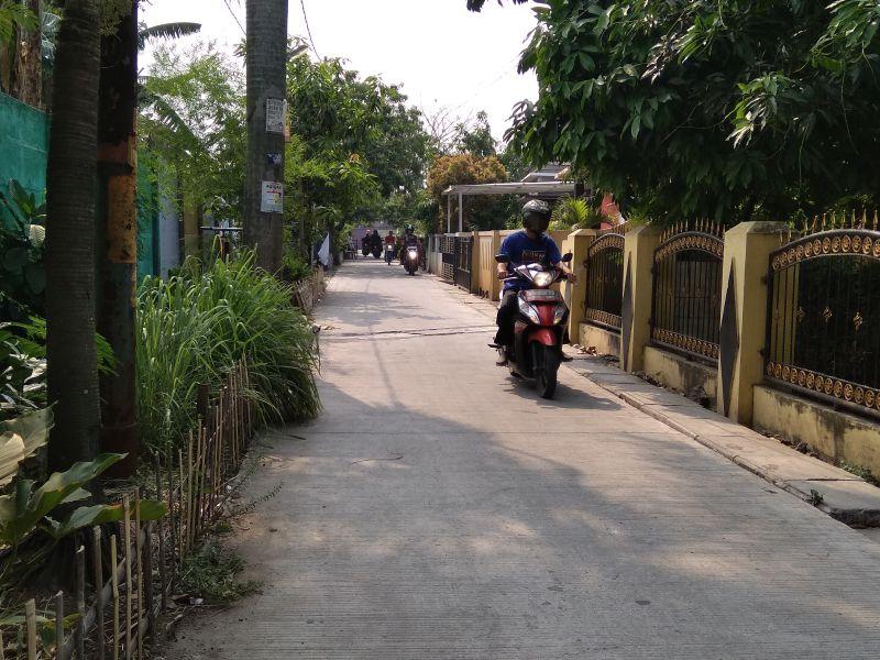 Perbaikan jalan di Lingkungan Kota Tangerang (foto: Anggun/Okezone)