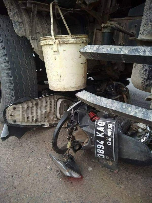 Motor Dilindas Dump Truk di Jalan Raya Jonggol - Cariu, Kabupaten Bogor, Jawa Barat (foto: Putra/Okezone)