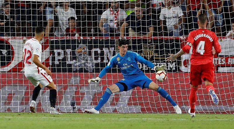 Andre Silva membobol gawang Real Madrid
