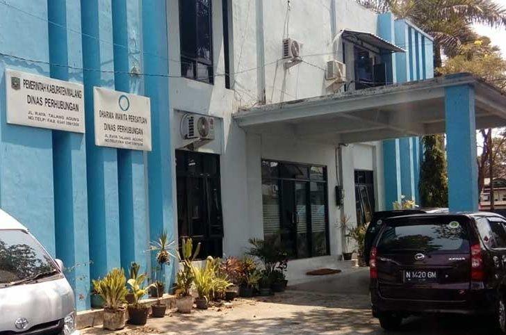 Penyidik KPK di Kabupaten Malang (foto: Avirista M/Okezone)