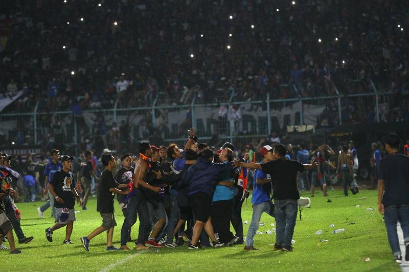 Dirigen Arema FC Dihukum Seumur Hidup, Provokasi Pendukung Persib Bebas Sanksi