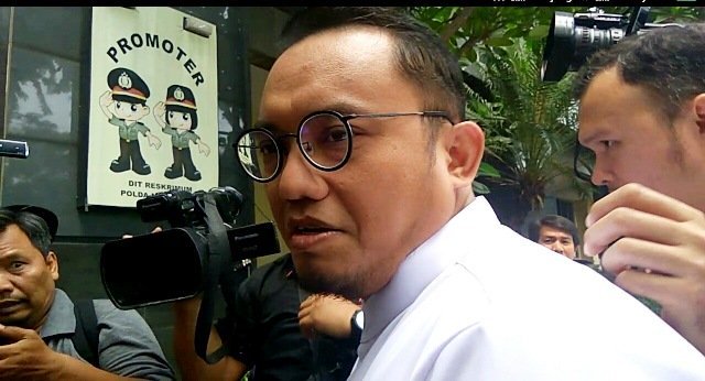 Dahnil Anzar Diperiksa Penyidik Polda Metro Jaya Terkait Korupsi Dana Kemah (foto: Okezone)