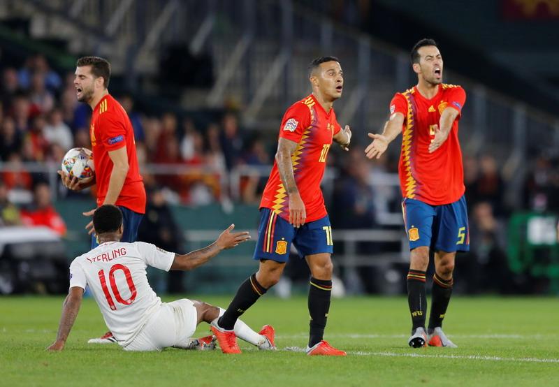 Laga Spanyol vs Inggris. Foto: Reuters