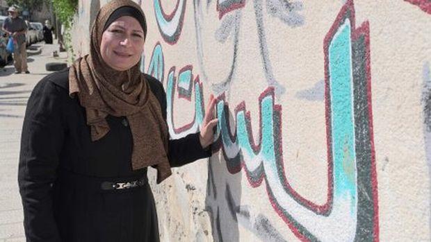 Warga Silwan Sahar Abbasi Memprotes Rencana Australia Pindah Kedutaan ke Yerusalem (foto: ABC News/Eric Tlozek)