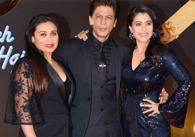 tak lupa Shah Rukh Khan menyematkan dasi bermotif kumbang keluaran rumah mode mewah asal Italia, Gucci.