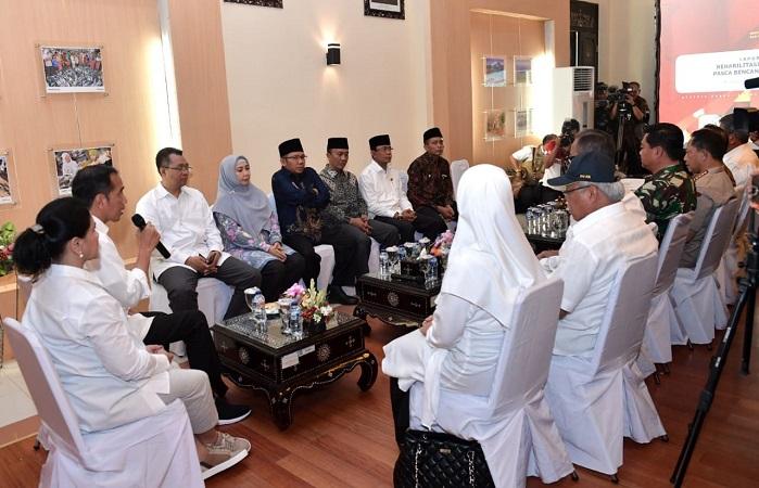 Kunjungi Lombok, Jokowi pimpin rapat rehabilitasi dan rekonsutruksi. (Biro Pers Setpres)