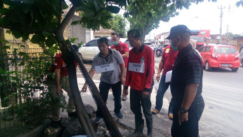Polda Jateng Gelar Rekonstruksi Pencemaran Air PDAM Berwarna Merah Darah di Dekat Rumah Jokowi (foto: Bramantyo/Okezone)