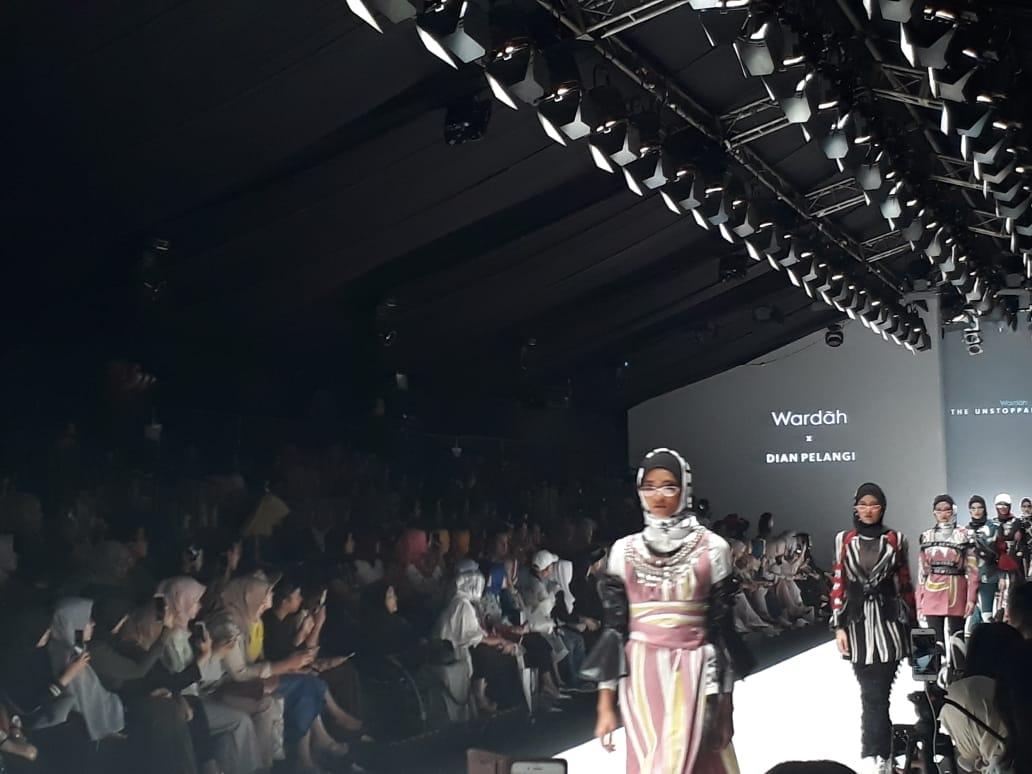 Jakarta Fashion Week 2019 Dian Pelangi Tampilkan Athleisure