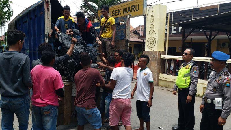 Warga Sidoarjo Ceburkan Motor Pemuda Asal NTT ke Sungai (Syaiful I)