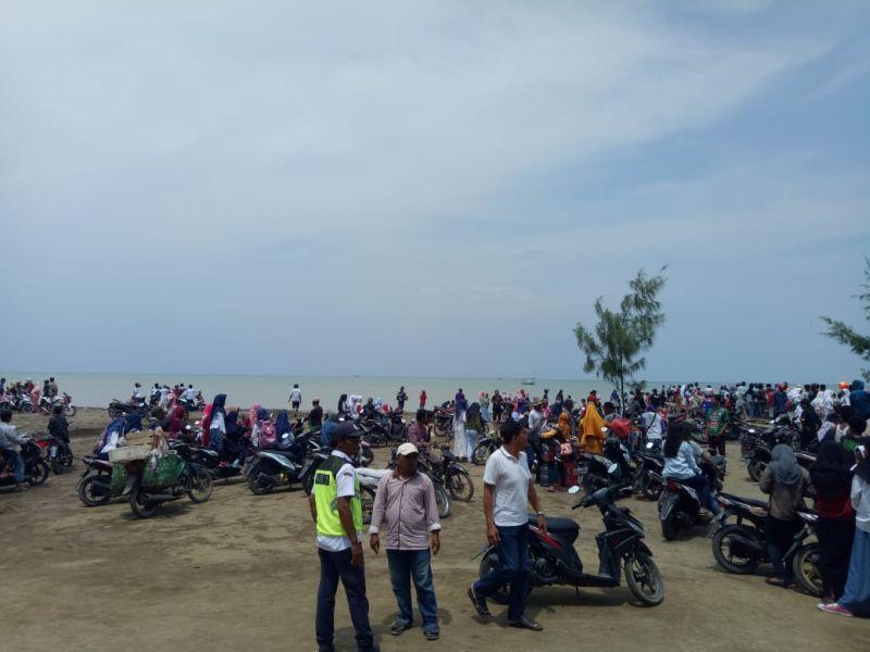 Situasi di Pantai Pakis Jaya, Karawang, Lokasi Jatuhnya Pesawat Lion Air JT 610 (foto: Mulyana/Okezone)