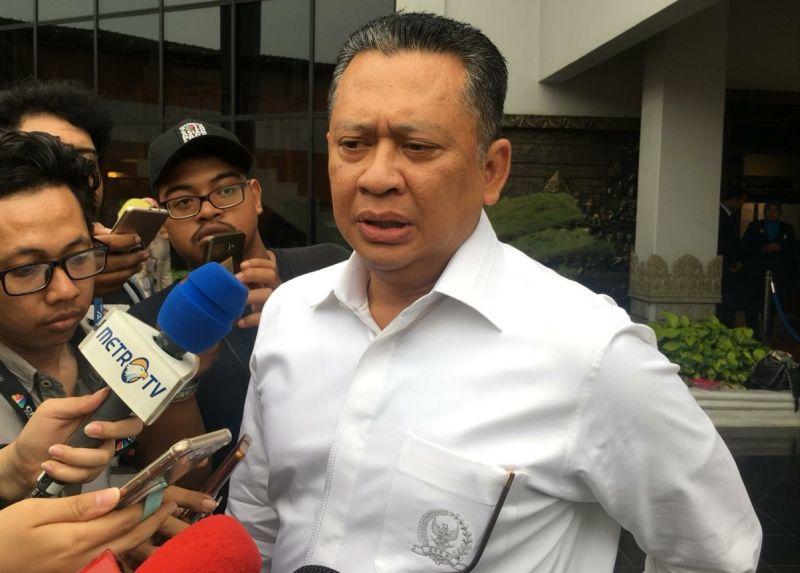 Ketua DPR Bambang Soesatyo Temui Keluarga Korban Lion Air di Bandara Soetta, Tangerang (foto: Anggun/Okezone)