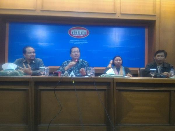 Direktur Perlindungan Warga Negara Indonesia dan Badan Hukum Indonesia (PWNI-BHI), Lalu Muhammad Iqbal dalam konferensi pers di Kementerian Luar Negeri, Jakarta, Selasa (30/10/2018). (Foto : Rahman As