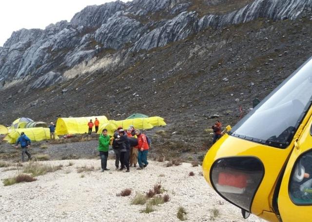 Evakuasi jasad pendaki Andika Pratama dari Basecamp Yellow Valley Tembagapura (foto: Ist)