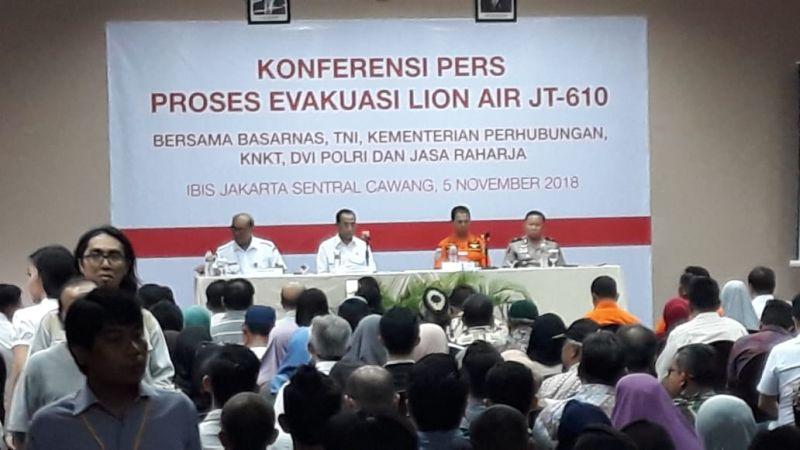 Konfrensi Pers Proses Evakuasi Lion Air JT-610 di Hotel Ibis, Cawang, Jakarta Timur (foto: Bayu S/Okezone)
