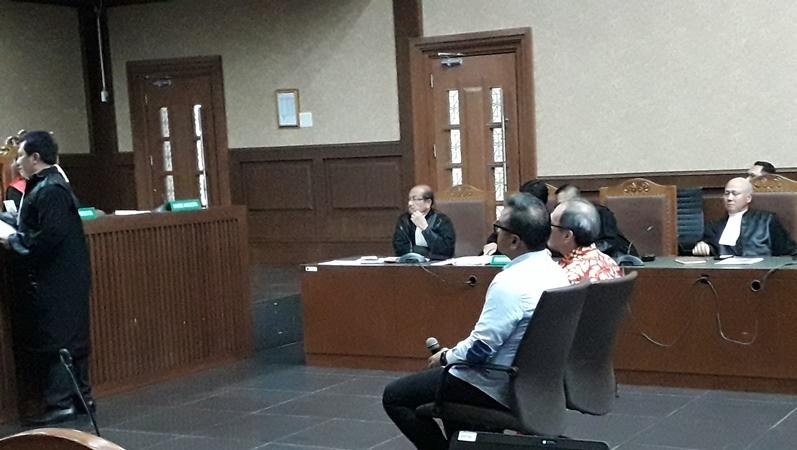 Dua perantara uang korupsi e-KTP untuk Setya Novanto, yaitu Irvanto Hendra Pambudi dan pengusaha Made Oka Masagung dituntut 12 tahun penjara (Foto : Arie Dwi Satrio/Okezone)