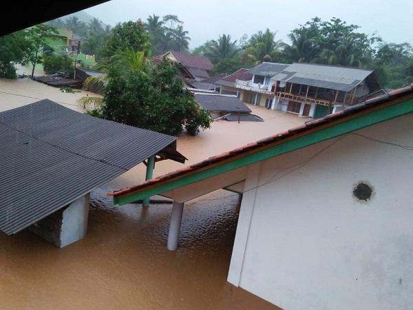 banjir rendam permukiman warga tasikmalaya bnpb