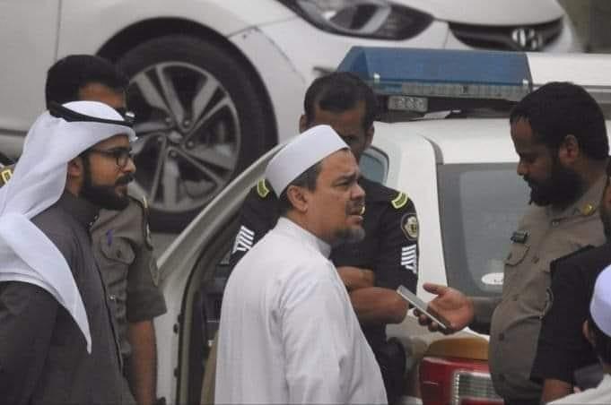 Habib Rizieq Usai Pemeriksaan Polisi di Arab Saudi (foto: Isimewa)