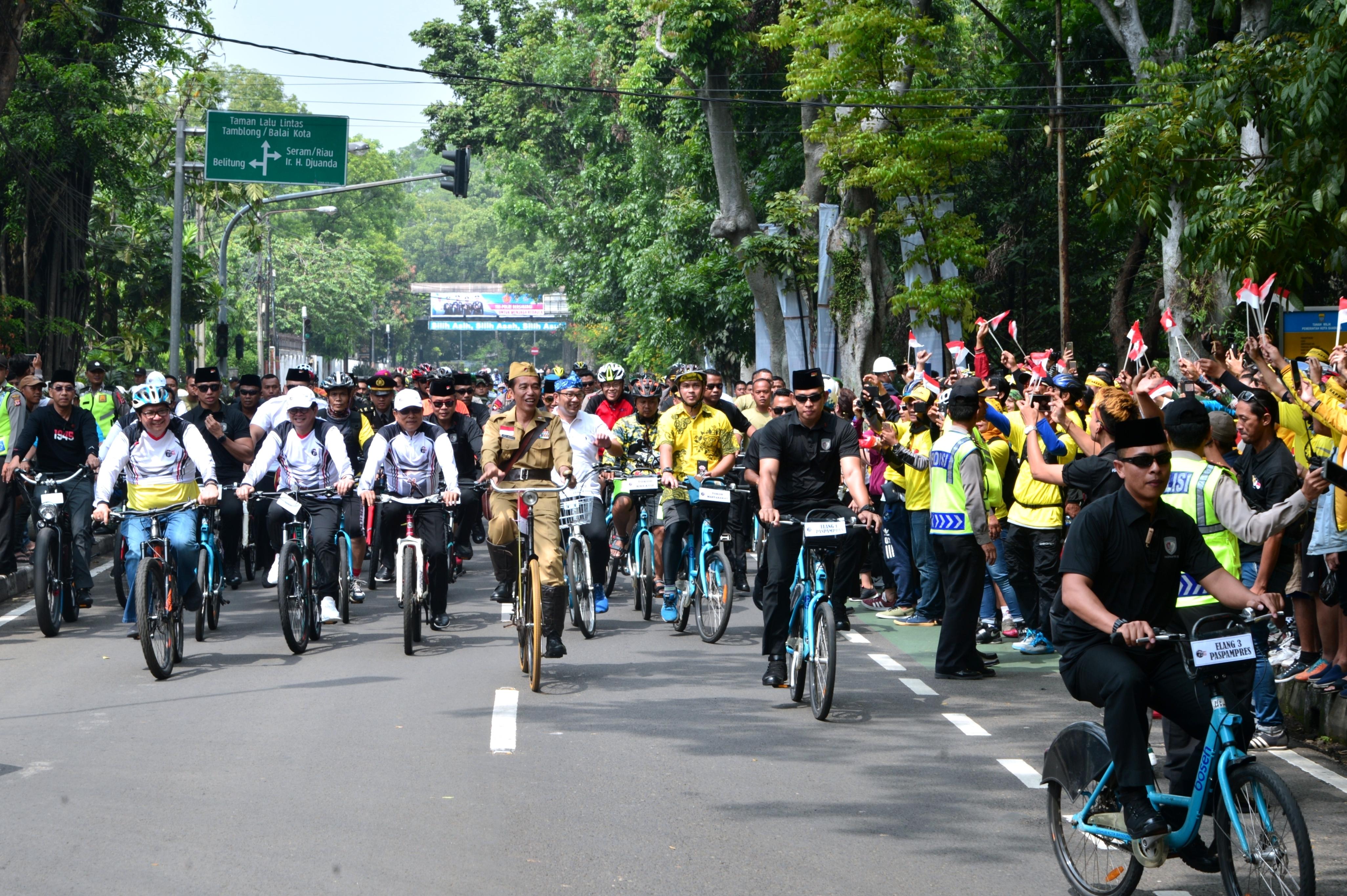 Jokowi saat di Bandung peringati Hari Pahlawan