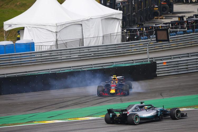 Pembalap Red Bull mengalami kerusakan mesin