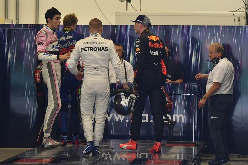 Max Verstappen dan Esteban Ocon (Foto: Autosport)