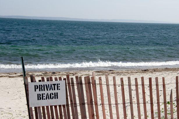 jalur ke pantai pribadi
