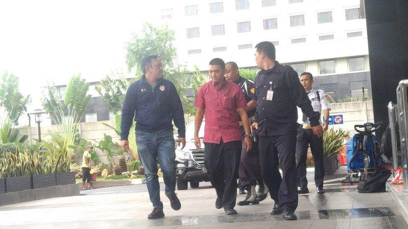 Bupati Pakpak Bharat Remigo Berutu tiba di KPK. (Foto: Arie Dwi Satrio/Okezone)