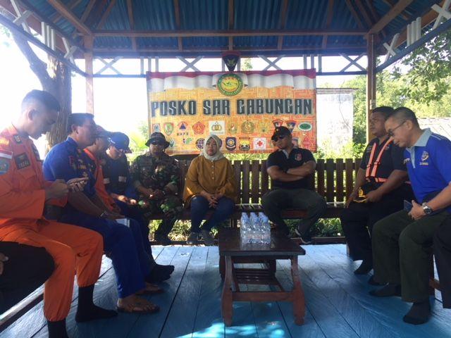 Rapat koordinasi pencarian korban di Pospol Airud Polda Kalteng di Kumai (foto: Sigit Dzakwan/Okezone)