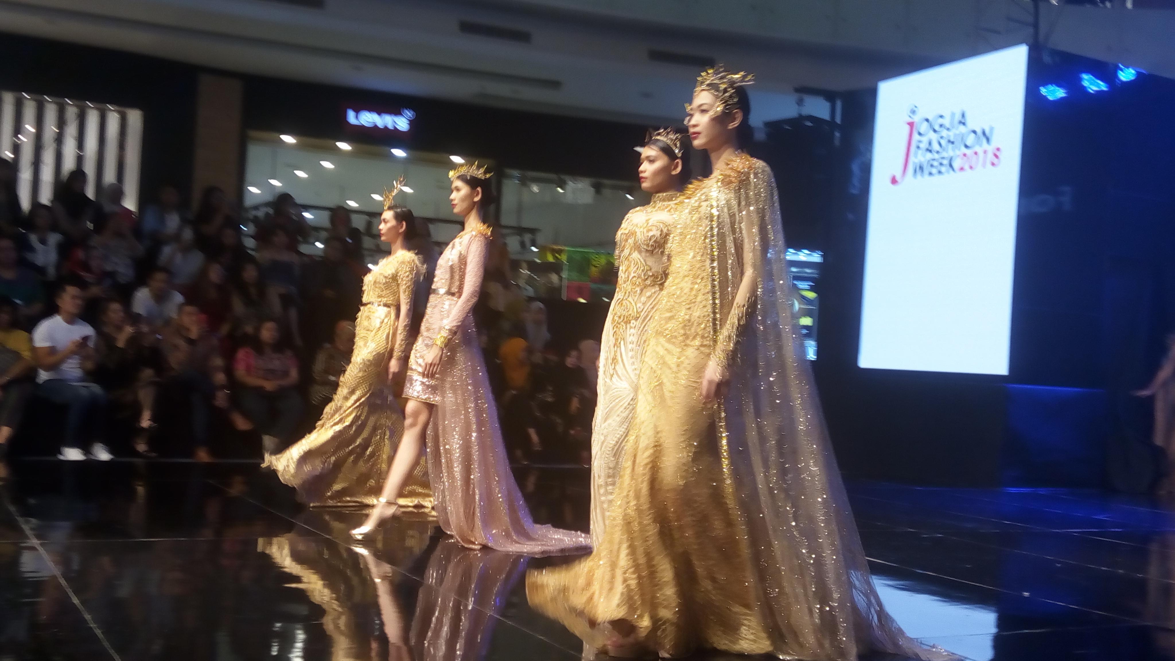Jogja Fashion Week 2018 Gaun Karya Fomalhaut Zamel Jadi