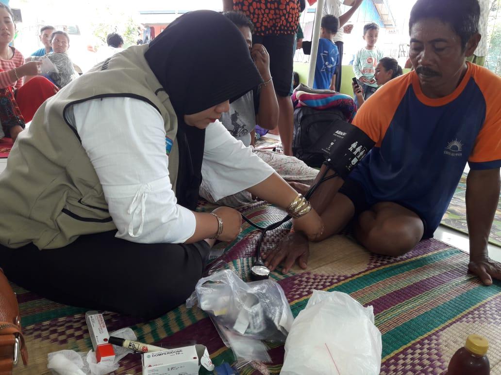 Korban banjir Pangandaran menjalani pengobatan