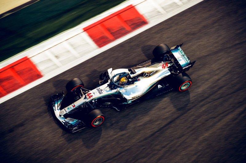 Pembalap Mercedes AMG Petronas Lewis Hamilton