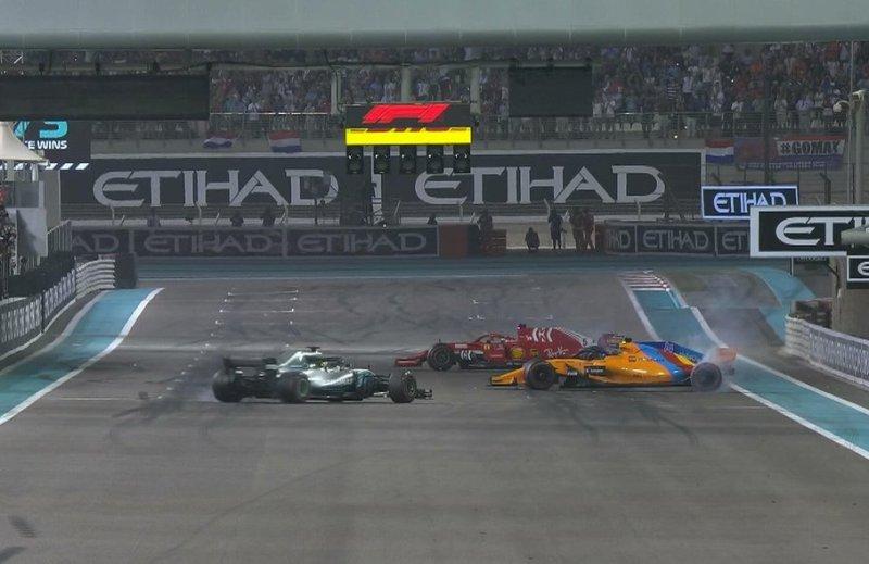 Selebrasi donat Lewis Hamilton, Fernando Alonso, dan Sebastian Vettel