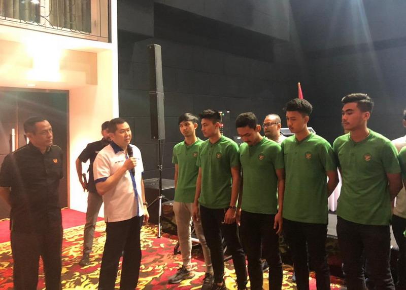 Hary Tanoesoedibjo bersama Timnas Futsal Indonesia U-20