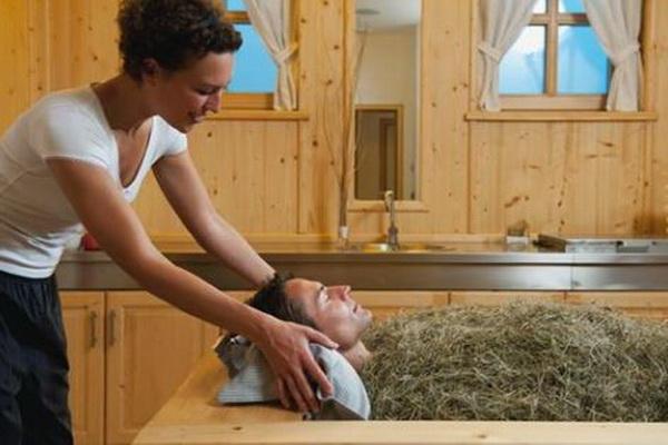 Hotel Heubad di Italia Utara menawarkan perawatan jerami basah