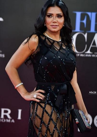 Rania Youssef tampil seksi