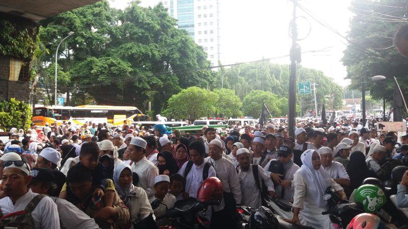 Ribuan Peserta 212 di Kawasan Kebon Sirih, Jakarta Pusat (foto: Wahyu M/Okezone)