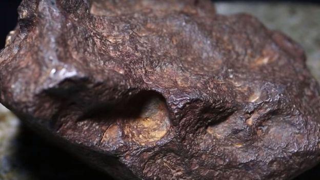 Batu yang selama ini dijadikan ganjal pintu ternyata adalah sebuah batu meteor. (Central Michgan University)