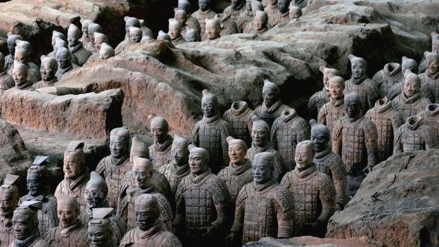 Ribuan patung tentara terakota ini ditemukan sekelompok petani di Cina tahun 1974. (Getty Images)